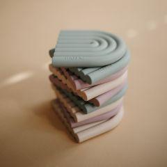 Anneau de dentition arc-en-ciel cambridge blue Mushie