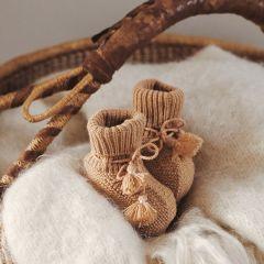 Chaussons en tricot noisette et pochon brodé Gentil Coquelicot