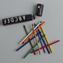 Crayons de couleur Alphabet Design Letters