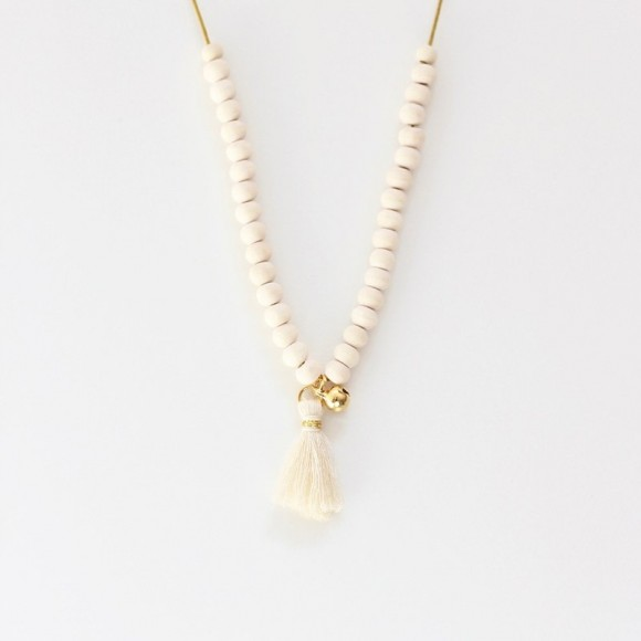 Wooden necklace Mishone and with pendant Ecru