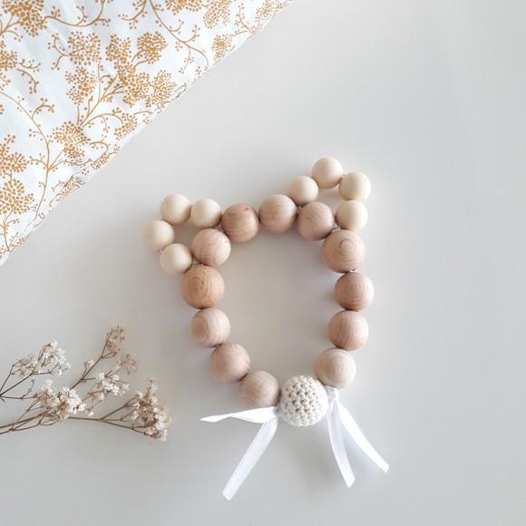 Bracelet d'éveil souris beige en bois La petite particule