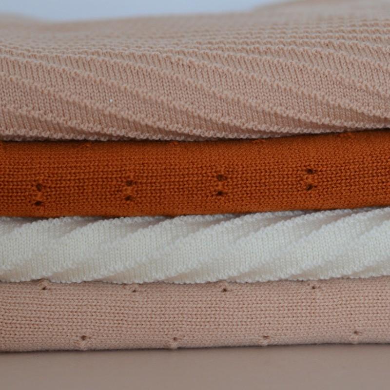 couverture en laine bibi abricot hvid yellow flamingo. Black Bedroom Furniture Sets. Home Design Ideas