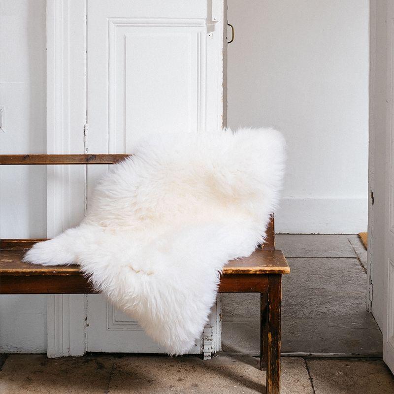 peau de mouton halina poils longs le bazar des poup es russes yel. Black Bedroom Furniture Sets. Home Design Ideas