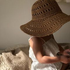 Yvonne hat