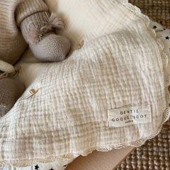 Couverture brodée trèfles macramé Gentil Coquelicot