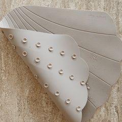 Silicone bath mat clam warm grey Konges Slojd