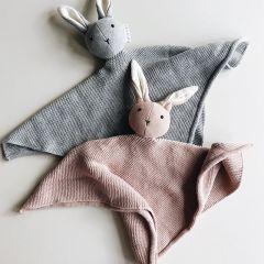 Doudou milo tricoté lapin rose Liewood